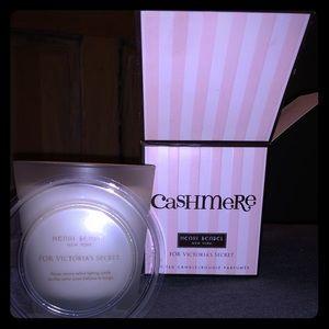 9.4 oz Victoria secret cashmere candle